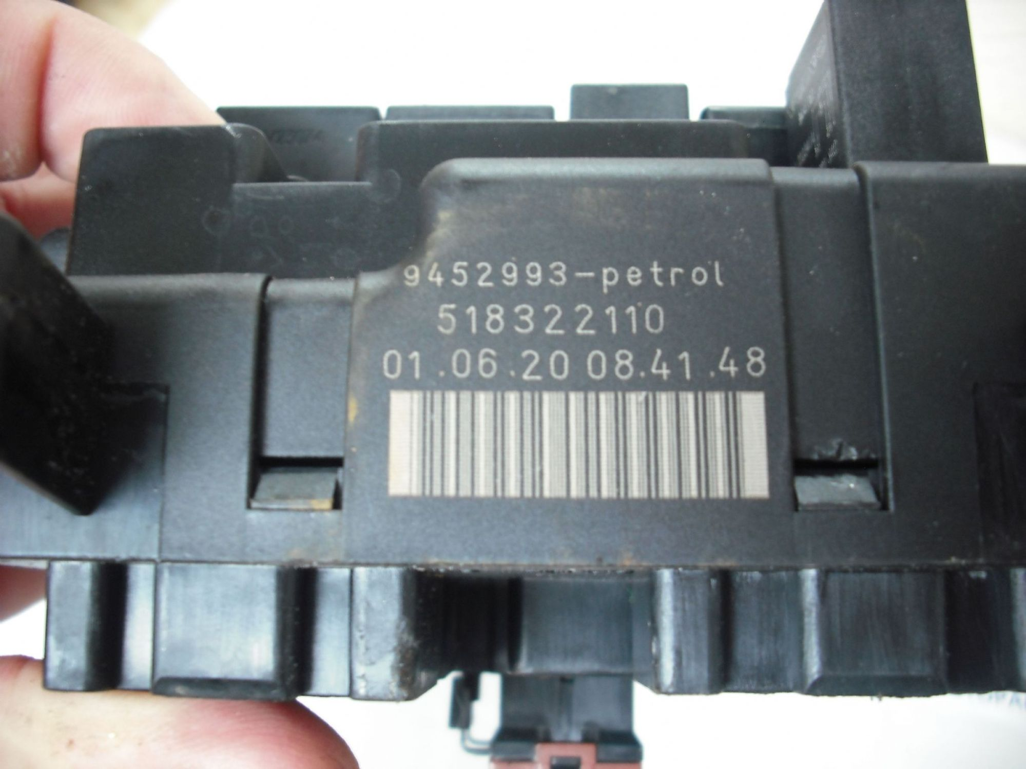 hight resolution of volvo s60 s80 v70 engine bay fuse box controller petrol 9452993 518322110